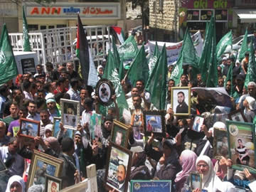 Hamas demonstration in support of the hunger-striking Palestinian terrorists, Ramallah