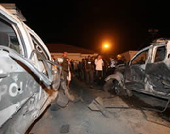 Rocket which fell between two cars near Ashqelon, wounding 11 Border Policemen, one critically (Photo by Yehuda Lahiani for NRG, June 19, 2012).