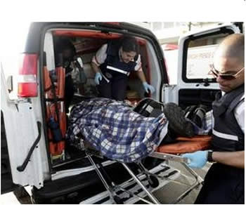 A team of first aid paramedics (Magen David Adom) evacuates the wounded man from the factory in Sderot (Photo by Edi Israel for NRG, June 23, 2012)