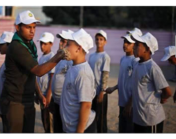 Palestinian children receive military training at a Hamas summer camp  (Al-Quds website, July 10, 2012)