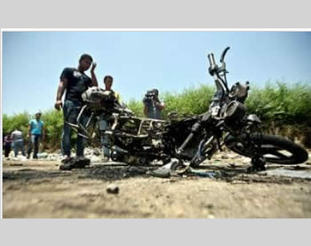 The motorcycle ridden by the two global jihad terrorist operatives (Picture from the alwatanvoice.com website, August 5, 2012).