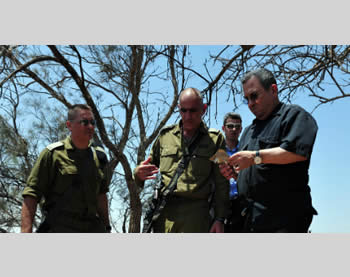 Israeli Defense Minister Ehud Barak visits the site of the attack (Picture from the Ministry of Defense, August 6, 2012).