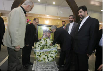 Saeed Jalili, secretary of Iran's Supreme National Security Council, pays a visit to the grave of terrorist Imad Mughniyeh during his latest visit to Lebanon (Picture from the Alintiqad website, Lebanon, August 6, 2012).
