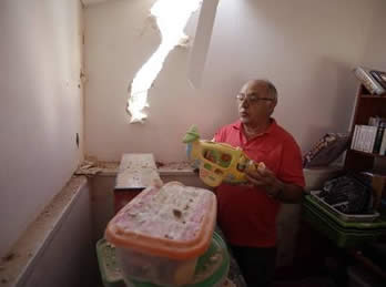 A home in Sderot takes a direct rocket hit (Photo by Edi Israeli for NRG, August 31, 2012)
