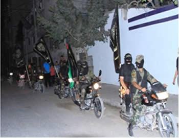 PIJ military wing operatives on a military display in the Gaza City neighborhood of Sajaiya (Jerusalem Brigades website, September 23, 2012)