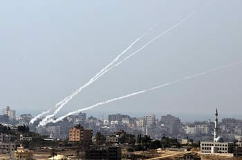 Rocket fire from the heart of the densely populated north Gazan Beit Hanoun (Shihab, October 25, 2012)