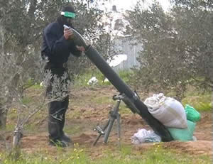 Rocket about to be fired into Israeli territory (Palestine-info website, October 29, 2012).
