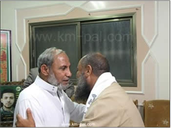 Chairman of the Tunisian Al-Asala party (right) meets in Gaza City with Hamas' Mahmoud al-Zahar (Ma'an News Agency, November 7, 2012).