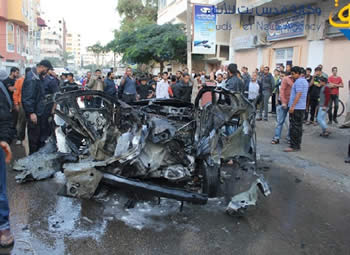 Ahmed al-Jaabari's car after the IDF strike, in the center of Gaza City (Qudsnet website, November 14, 2012).