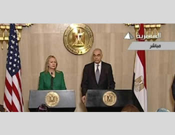 Hillary Clinton and Mohamed Amro hold a joint press conference (Al-Markazia, November 21, 2012).