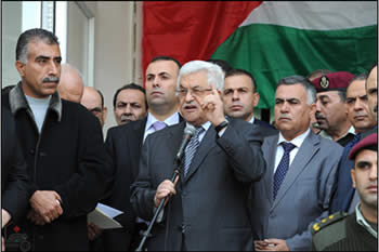Mahmoud Abbas at a rally of support for the Palestinian move in UN; the rally was held near the Muqataa in Ramallah (Wafa News Agency, November 25, 2012)