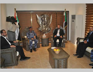 Fathi Hamad and the Hamas delegation meet with senior members of the Sudanese ministry of the interior and civil defense administration (Facebook page of the Hamas administration ministry of the interior, January 9, 2013).