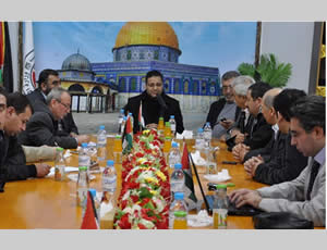 The members of the Turkish delegation of lawyers with senior members of the ministry of justice of the Hamas administration in Gaza (Shihab website, January 15, 2013).