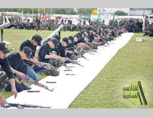 Gazan adolescents display their skills at dissembling and assembling weapons at the end of one of Hamas' winter camps for youngsters (Hamas forum website, January 27, 2013).