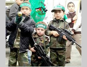 Armed, uniformed children participate in a Hamas rally (Hamas forum website, December 9, 2012).