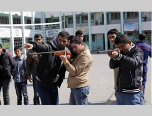 Hamas Islamic Block operatives teach Gazan school children how to shoot hunting rifles