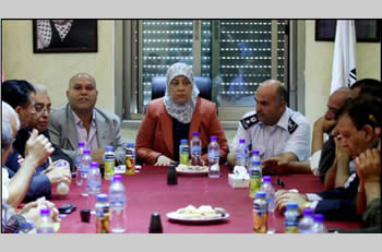 Layla Ghanem, the governor of the Ramallah district, meets with the supreme national committee for Nakba Day to plan the events of the day (Wafa News Agency, May 9, 2013).