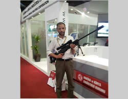 Husam Badran, in Turkey, poses with a gun (Hamas forum, October 19, 2012).