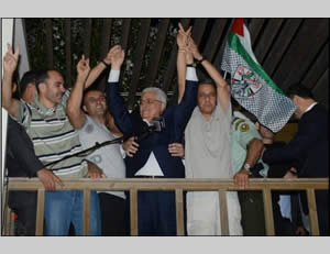A festive reception, headed by Mahmoud Abbas, held for the Palestinian terrorist operatives in the Muqata'a in Ramallah (Wafa News Agency, August 13, 2013).