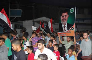 Hamas demonstrations in support of Mohamed Morsi and the Muslim Brotherhood in Egypt (Filastin Al-'Aan, August 17, 2013)
