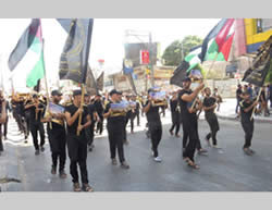 Militärparade in Gaza City zugunsten der Al-Aqsa Moschee (Pal Today, 13. September 2013).