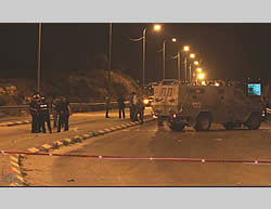 Israeli security forces at the scene of the attack at the Tapuah Junction (Raya website, November 8, 2013)