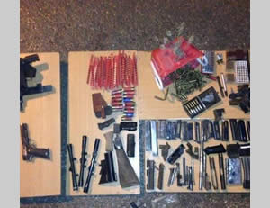 The weapons found during the action in the Kasbah in Hebron (Photo by the spokesman for the Judea and Samaria district)