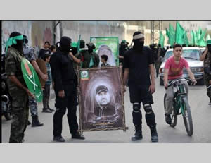 The military display held by Hamas' military-terrorist wing in the Nuseirat refugee camp in the central Gaza Strip (Filastin Al-'Aan, November 8, 2013).