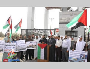 Demonstration of mukhtars organized by Hamas at the Rafah crossing (Filastin Al-'Aan, November 17, 2013).
