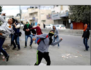 Palestinian throw stones at IDF forces near the Ofer jail (near Ramallah) (Wafa News Agency, November 27, 2013).