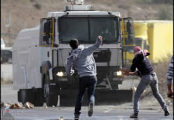 Palestinians throw stones at IDF forces near Qalandia (Wafa News Agency, November 29, 2013).