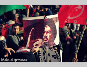 The Syrian flag and a picture of Hezbollah leader Hassan Nasrallah displayed at the rally (Hamas forum website, December 7, 2013).