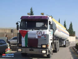A tanker with fuel from Qatar en route from the Kerem Shalom crossing to the Gaza power plant (Filastin Al-'Aan, December 15, 2013).