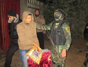 Palestinian Islamic Jihad operatives distribute aid to flood victims in the Gaza Strip (Paltoday website, December 14, 2013).