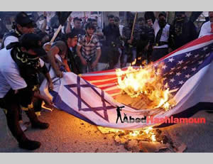The Israeli and American flags burned at the PIJ rally (Hamas forum Facebook page, October 29, 2012).