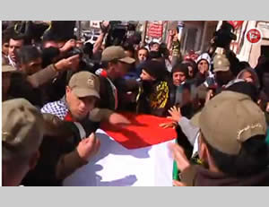 Operatives of Palestinian general security carry the coffin of terrorist operative Muhammad Shahin