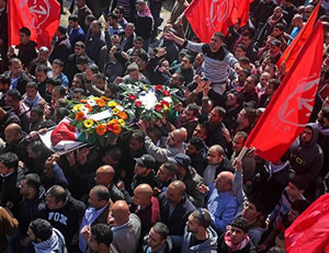 Muataz Washha's funeral. The red flags bear the insignia of the PFLP