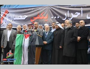 Hamas members of the Palestinian Legislative Council in the protest tent in front of the Egyptian embassy in Gaza City (Filastin Al-'Aan, March 12, 2014).