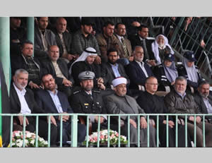 Ismail Haniya and Fathi Hamad attend the graduation exercises (Paltoday.ps, April 3, 2014).
