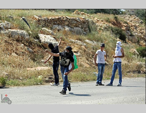 Palestinians attack Israeli security forces near the Ofer prison.