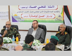Fathi Hamad (center) visits the headquarters of the national security apparatus in the Gaza Strip (Website of the Hamas ministry of the interior, June 1, 2014)