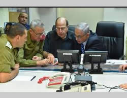 The prime minister and defense minister in military headquarters (Hakirya) in Tel Aviv (Photo by Ariel Harmoni for the ministry of defense, July 18, 2014).