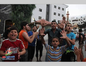 Palestinians from Shejaiya who moved into the Al-Shifa'a Hospital celebrate the deaths of the Israeli soldiers (Paltimes.net, July 29, 2014).