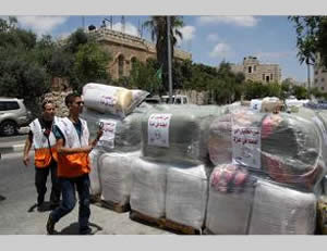 Left: Donations collected in Hebron for the Gaza Strip (Wafa.ps, August 3, 2014). Right: Donations collected at a school (PNN TV, August 2, 2014).
