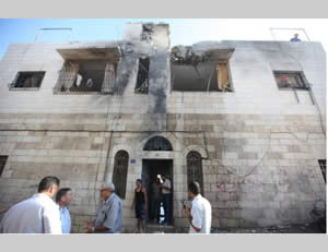 The house in Beit Sahour, near Bethlehem, hit by a Hamas rocket (Alquds.com, August 4, 2014).