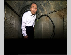 During his visit to Israel UN Secretary General Ban Ki-moon visits the shaft of a terrorist tunnel exposed in Operation Protective Edge