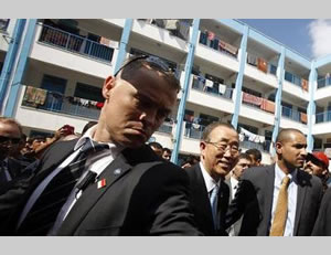 Ban Ki-moon visits an UNRWA school where Gazans who left their houses during Operation Protective Edge are housed