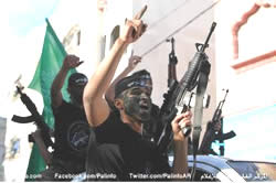 Palestinian youths in the Hamas Popular Army holding M-16 rifles and a Hamas flag at the ceremony marking the end of the training of the first battalion (Palestine-info.info, November 7, 2014).