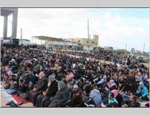 The mass Friday prayer held in front of the Rafah crossing (Facebook page of the ministry of the interior in the Gaza Strip, January 16, 2015).