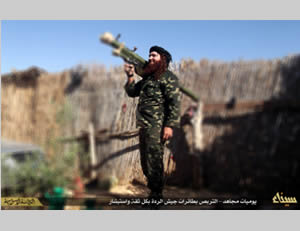 ISIS operative carrying a Strela (SA-7) missile on his shoulder (Twitter account affiliated with ISIS, February 6, 2015; file sharing website, February 5, 2015)